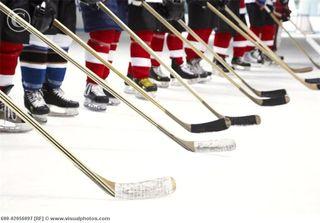 Hockey_Team_During_National_Anthem_600-02056097